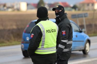 Nem kevés büntetést kiosztottak már a dunaszerdahelyi rendőrök a kijárási korlátozás megszegése miatt