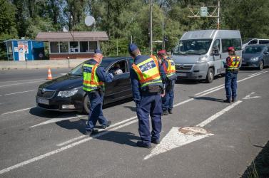 Sokan belefutottak a határátlépési káoszba Medvénél (Fotókkal)