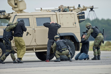 TERROR: Háromszor annyi a rendőr az utcáinkon, növelik az elit kommandósok számát